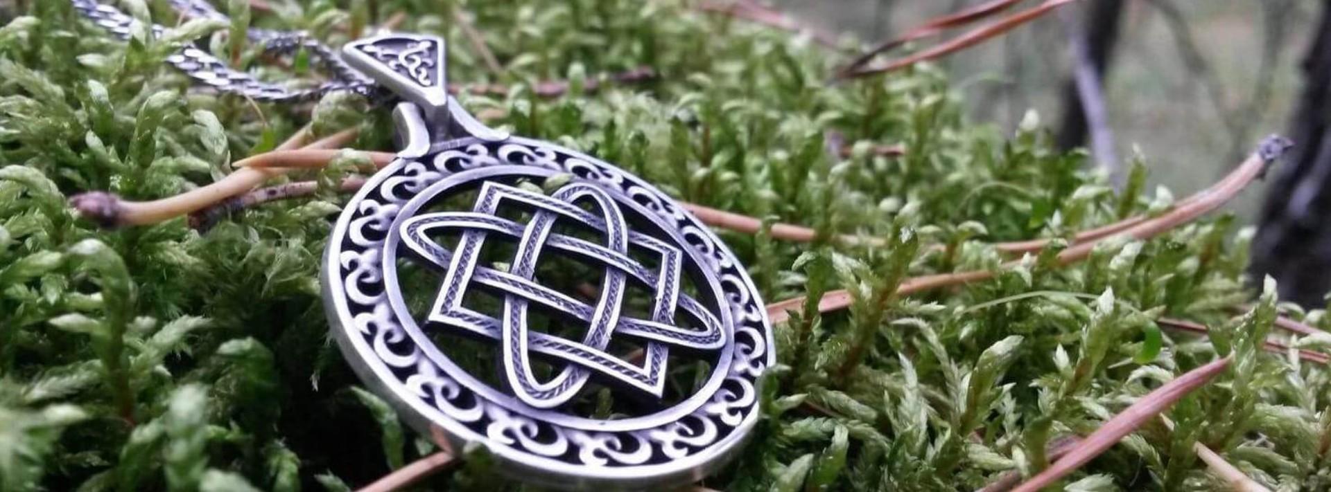 Символ Рода из серебра.