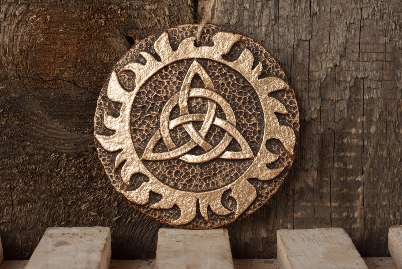 Символ оберега триглав