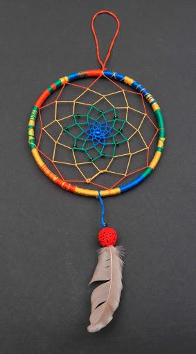 Амулет ловец снов из разноцветных нитей
