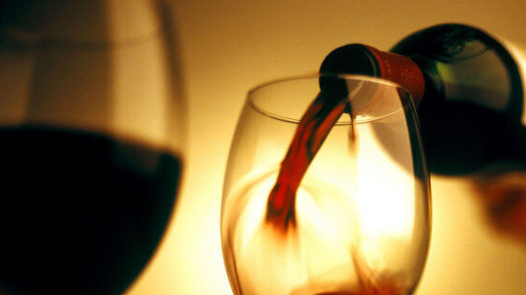 Любовная ритуал с легким алкоголем.