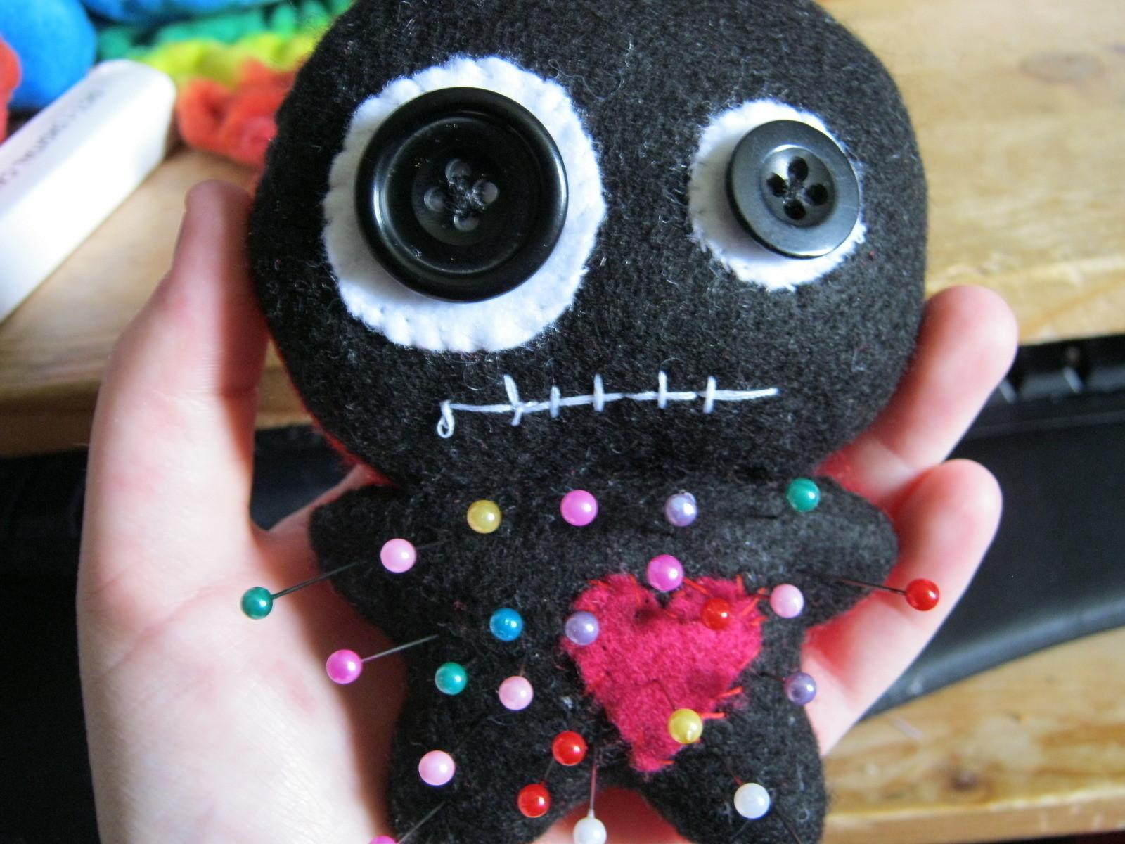Как сделать куклу вуду на человека.