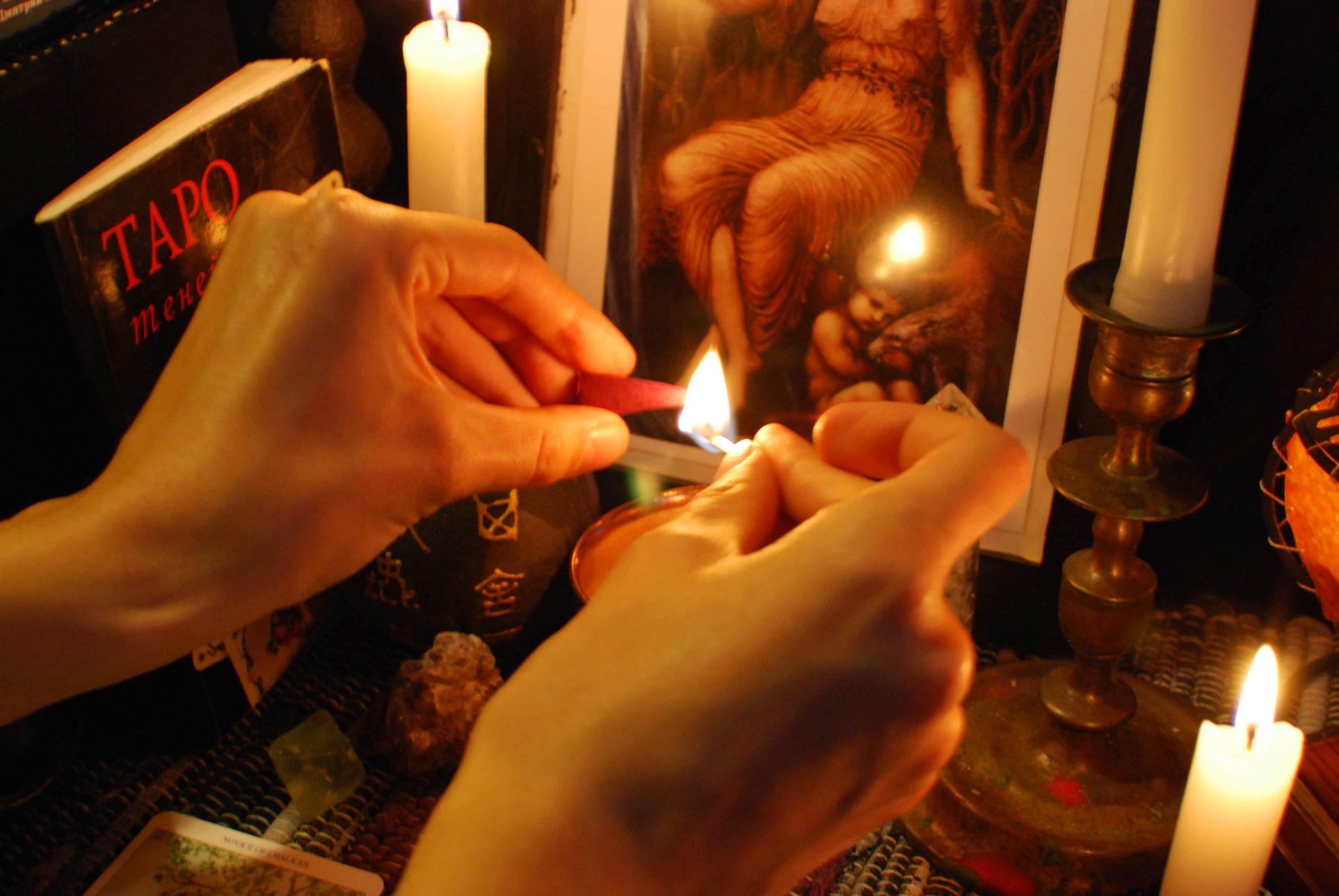 Подготовка к проведению ритуала чтобы приворожить парня.