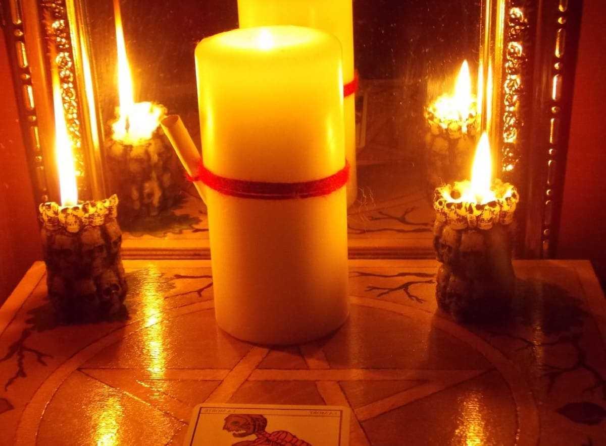 Как приворожить парня при помощи свечей.